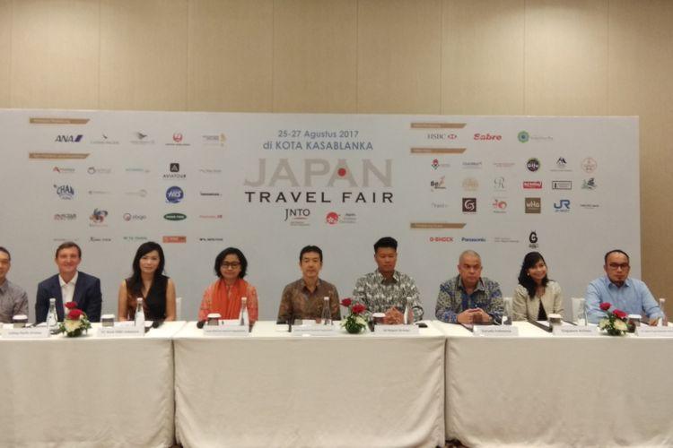 Perwakilan Japan National Tourism Organization, rekan maskapai, Bank HSBC dalam  jumpa pers Japan Travel Fair 2017 di Jakarta, Kamis (24/8/2017).