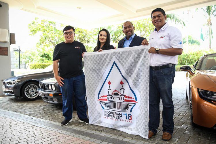 Mobil sport BMW First-ever BMW i8 Roadster terlihat di Jakarta, Rabu (17/10/2018). Gelaran BMW Car Clubs Indonesia (BMWCCI) akan dihadiri oleh lebih dari 1.000 penggemar BMW baik dari dalam maupun luar negeri dan diselenggarakan di Semarang, 18 November 2018.