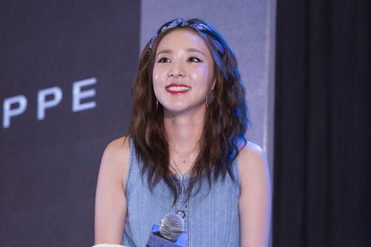 Sandara Park ketika menghadiri acara meet and freet untuk brand fesyen Penshoppe di Aeon Mall Binh Tan, Vietnam, (6/8/2016).