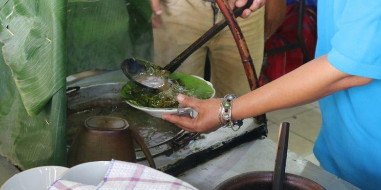 Kudapan nasi pindang khas Kudus, di kedai Nasi Pindang Kudus dan Soto Sapi di Jalan Gajahmada Semarang yang sudah ada sejak 1987, Kamis (19/7/2018).