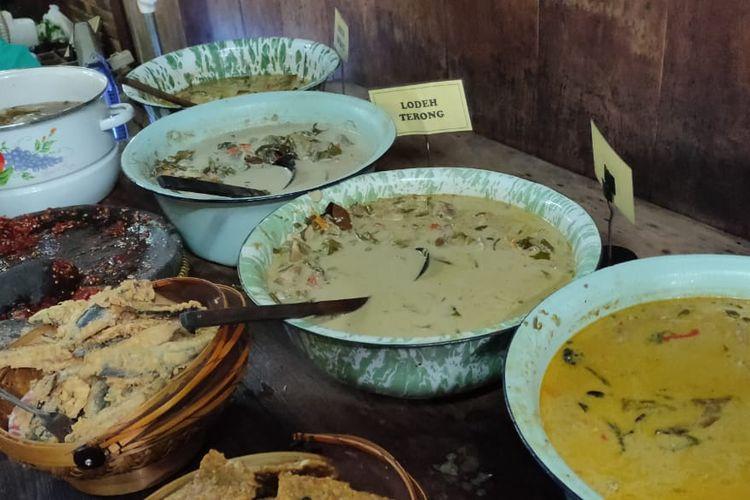 Makanan di Warung Kopi Klotok, Yogyakarta.