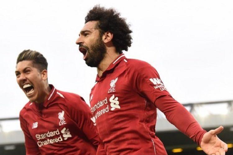 Mohamed Salah dan Roberto Firmino merayakan gol kemenangan timnya pada pertandingan Liverpool vs Tottenham Hotspur dalam lanjutan Liga Inggris di Stadion Anfield, 31 Maret 2019.