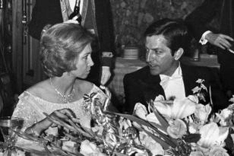 Perdana Menteri pertama Spanyol setelah era kekuasaan Jenderal Francisco Franco, Adolfo Suarez, meninggal dalam usia 81 tahun, Minggu (23/3/2014). Gambar diambil pada 28 Juni 1978, Suarez terlihat bersama Ratu Spanyol, Sofia.