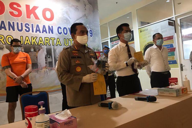 Kapolres Metro Jakarta Utara, Kombes Budhi Herdi Susianto, saat menggelar rilis perkara atas kasus dugaan penyalahgunaan narkoba dengan tersangka Jerry Lawalata.
