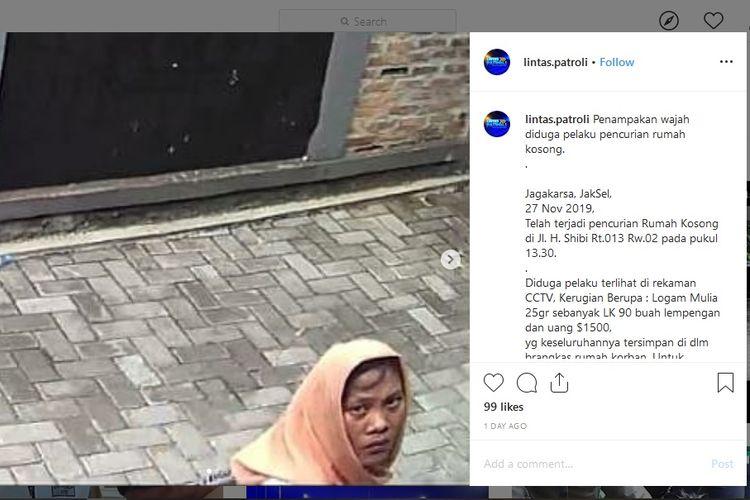 Seorang wanita terekam sedang melakukan pencurian di sebuah rumah di kawasan Jalan Haji Shibi RT 23/02, Jagakarsa, Jakarta Selatan, Rabu (27/11/2019).