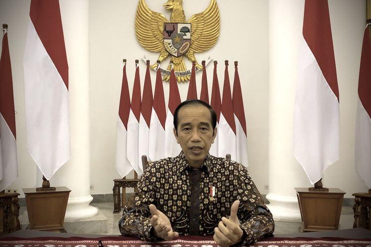 Presiden Joko Widodo memberikan pernyataan pers di Istana Kepresidenan Bogor, Jawa Barat, Selasa (20/7/2021). Presiden Joko Widodo mengumumkan perpanjangan Pemberlakuan Pembatasan Kegiatan Masyarakat (PPKM) Darurat hingga 25 Juli dan akan melakukan pembukaan secara bertahap mulai 26 Juli 2021. ANTARA FOTO/Biro Pers Sekretariat Presiden/Handout/wsj.