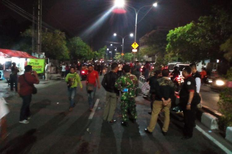Penertiban yang dilakukan Satpol PP Kota Surabaya terhadap pedagang kaki lima di Jalan Kapasari atau Gembong, Surabaya, Senin (12/11/2018), berakhir ricuh.