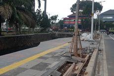 Masih Belum Rapi, Kapan Revitalisasi Trotoar di Depan Kantor Wali Kota Jakbar Rampung?