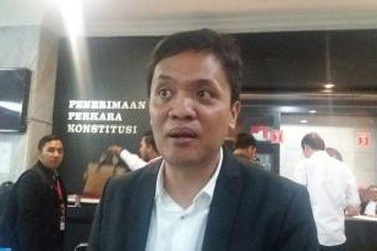 Tim Kuasa Hukum pasangan calon wali kota dan wakil walikota Tangerang Selatan, Ikhsan Modjo dan Li Claudia, Habiburokhman di Gedung MK, Kamis (7/1/2016)