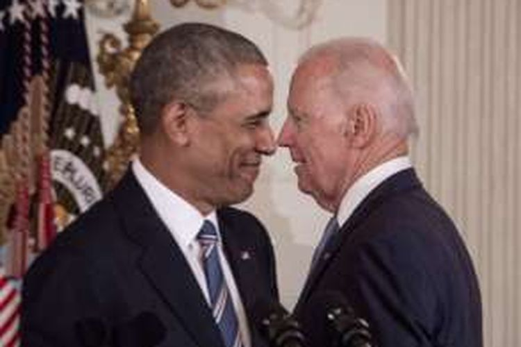 Wakil Presiden AS Joe Biden dan Presiden Barack Obama dalam acara penghormatan untuk Biden di Gedung Putih, Washington DC, Kamis (12/1/2017).
