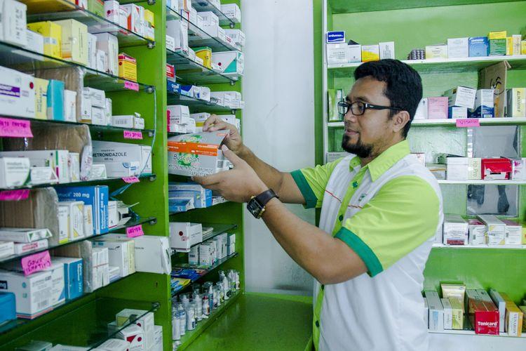 Selama pandemi, gerai apotek E-Medica yang dijalankan Ratno Sanjoko di Surabaya mengalami kenaikan hingga 60 persen karena banyak masyarakat yang mulai sadar akan kesehatan dan kebersihan diri mereka.