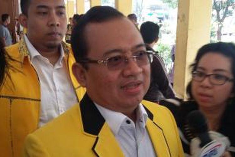 Wakil Ketua Umum DPP Golkar versi Munas Jakarta, Priyo Budi Santoso, sebelum mengikuti sidang Mahkamah Partai Golkar di Kantor DPP Partai Golkar, Slipi, Jakarta Barat, Rabu (25/2/2015).
