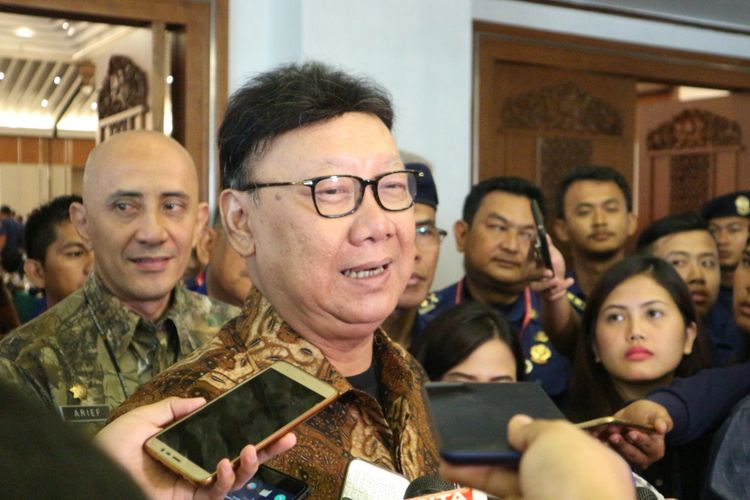 Menteri Dalam Negeri, Tjahjo Kumolo hadir dalam rapat koordinasi nasional (Rakornas) pemadam kebakaran tahun 2017 di Hotel Grand Sahid Jaya Jalan Jenderal Sudirman Kav. 86 Jakarta Pusat, Jumat (3/11/2017).