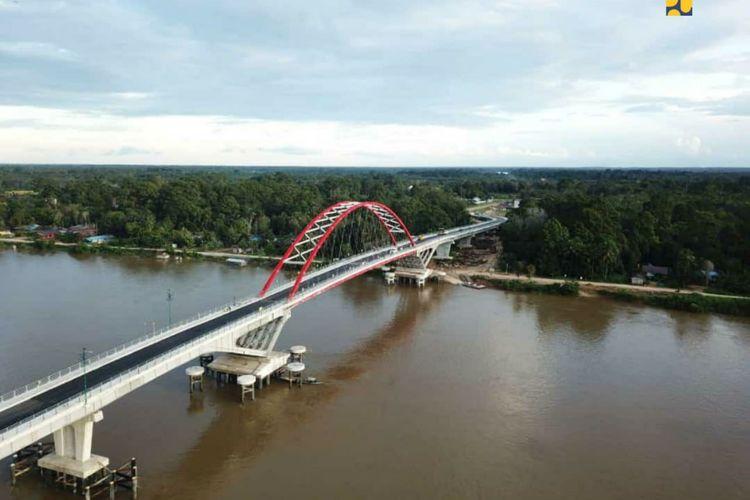 Jembatan Tumbang Samba yang  menghubungkan Desa Telok dan Desa Samba Danum, di Kecamatan Katingan Tengah, Provinsi Kalimantan Tengah.
