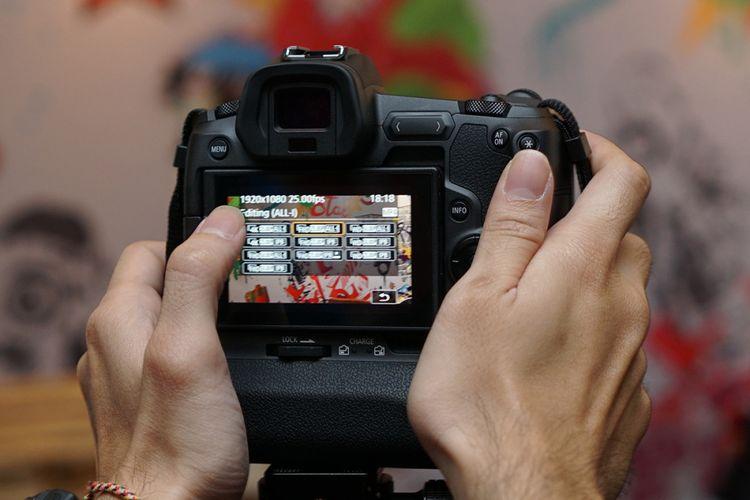 Bagian belakang Canon EOS R.