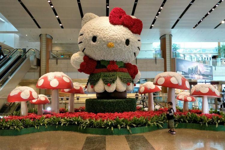 Hello Kitty raksasa di Terminal 2 Bandara Changi.