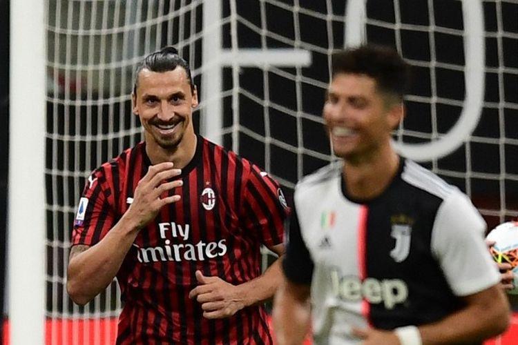 Penyerang AC Milan, Zlatan Ibrahimovic, tersenyum ke arah Cristiano Ronaldo setelah mengeksekusi penalti kontra Juventus pada laga lanjutan Liga Italia, Rabu (8/7/2020) dini hari WIB. Cristiano Ronaldo juga tertangkap kamera tersenyum setelah momen tersebut.