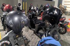 Jangan Biasakan Simpan Helm di Spion Motor, Ini Akibatnya