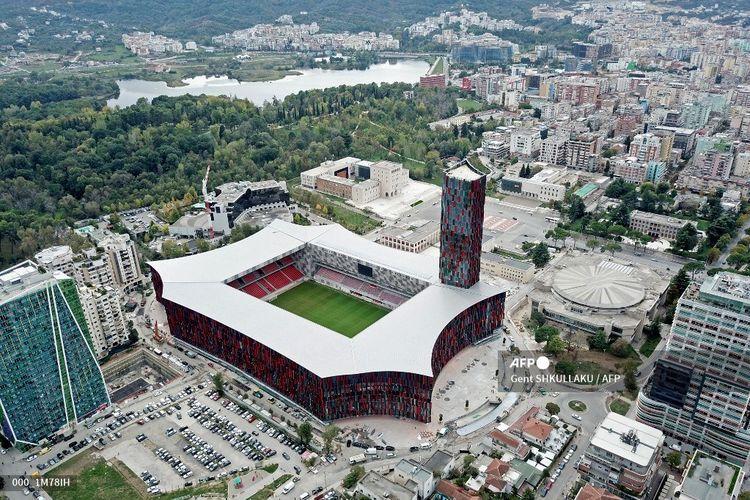 Pemandangan udara yang diambil pada 2 November 2019, menunjukkan Stadion Sepak Bola Nasional baru Tirana Air Albania, yang akan menjadi tuan rumah pertandingan perdana pertamanya pada 17 November, antara Albania dan Prancis untuk pertandingan sepak bola kualifikasi Grup H Euro 2020.