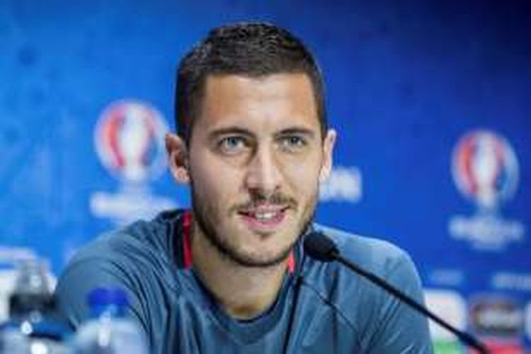 Kapten timnas Belgia, Eden Hazard, melakoni jumpa pers di Decines-Charpieu, 12 Juni 2016.