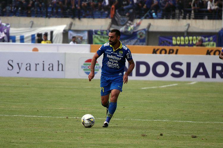 Pemain Persib Bandung, Artur Gevorkyan, saat tampil di laga melawan Madura United, di Stadion Si Jalak Harupat, Kabupaten Bandung, beberapa waktu lalu.