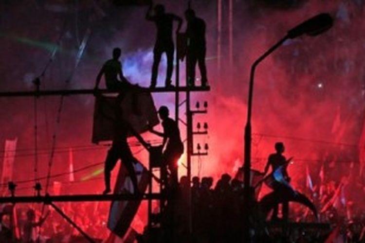 Aksi para pengunjuk rasa anti-Mursi, Rabu (3/7/2013), setelah militer menyatakan mengambil alih kekuasaan Mesir.