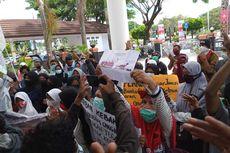 Setahun Tinggal di Tenda Pengungsian, Korban Kebakaran Demo di Kantor Wali Kota Ambon
