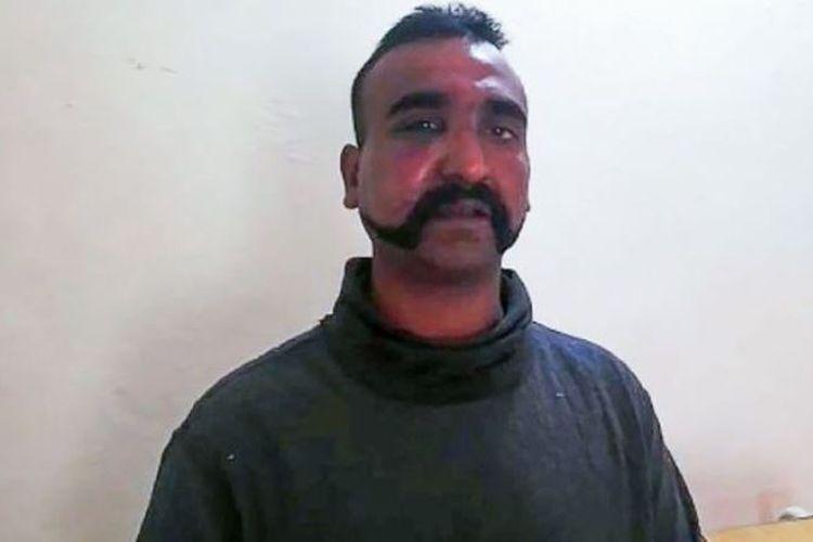 Abhinandan Varthaman, pilot jet tempur India yang ditawan Pakistan, Rabu (27/2/2019). (PAKISTAN INFORMATION MINISTRY via BBC)