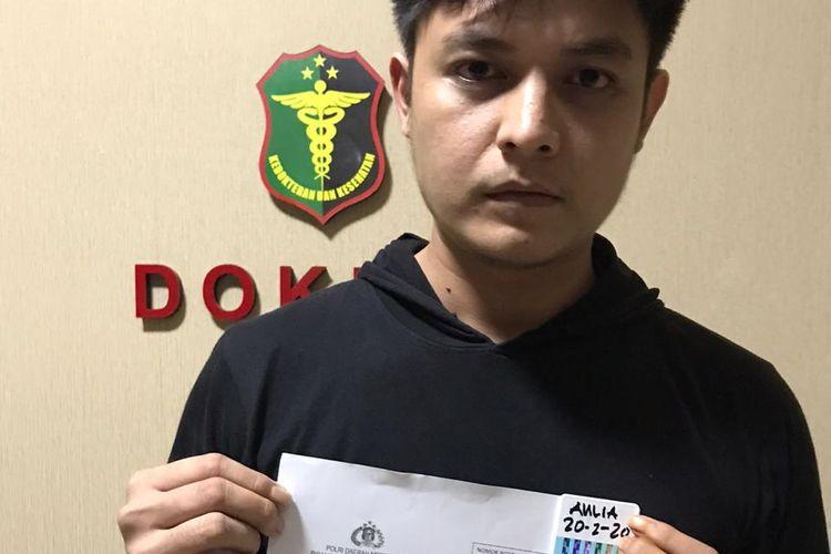 Aulia Farhan atau Farhan Petterson usai ditangkap polisi berkait narkoba di Polda Metro Jaya, Kamis (20/2/2020).