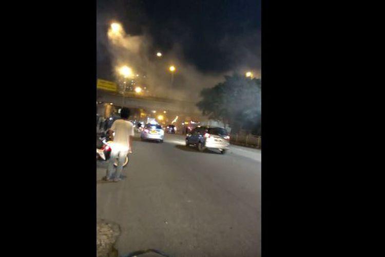 Suasana di lokasi kejadian ledakan di Terminal Bus Kampung Melayu, Jakarta Timur.