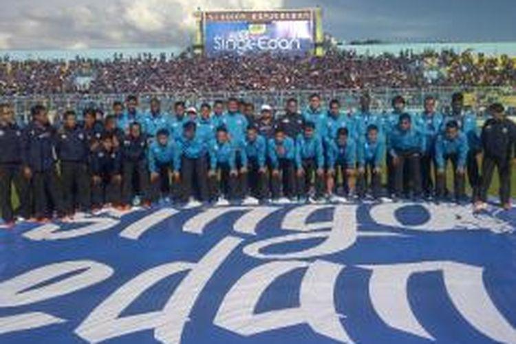 Inilah skuad Arema Cronus, saat launching jelang kompetisi ISL 2015/2016. Launching dilakukan di Stadion Kanjuruhan, Kepanjen, Kabupaten Malang, Jawa Timur, Minggu (15/2/2015)