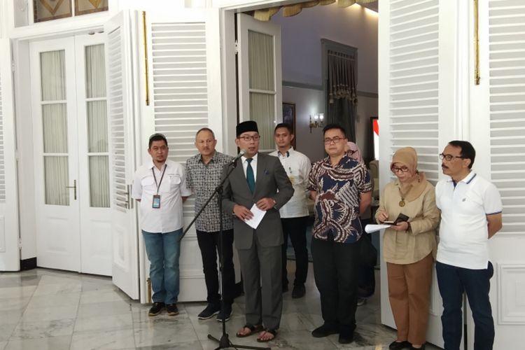Gubernur Jawa Barat Ridwan Kamil saat menjalani konferensi pers di Gedung Pakuan, Jalan Otista, Kota Bandung, Minggu (15/3/2020).