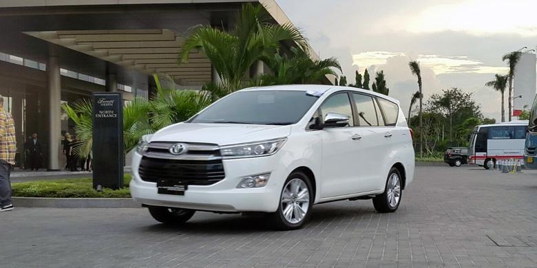 Jajal singkat Toyota All-New Kijang Innova di Hotel Fairmont, Jakarta Pusat.