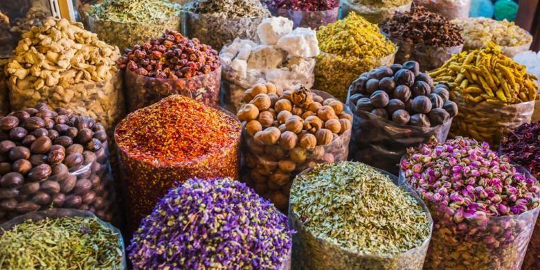 Aneka rempah di pasar Spice Souq, Deira, Dubai, Uni Emirat Arab.