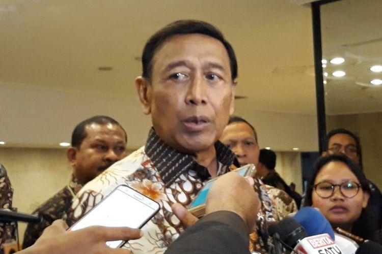 Menteri Koordinator Bidang Politik, Hukum dan Keamanan Wiranto di kantor Kemenko Polhukam