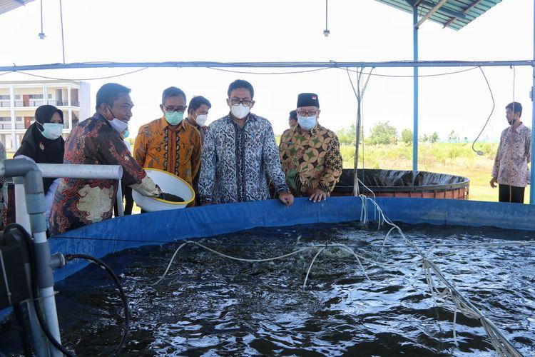 Plt. Kepala Badan Riset dan Sumber Daya Manusia Kelautan dan Perikanan (BRSDM) Kusdiantoro dalam kunjungan kerjanya ke Bali.