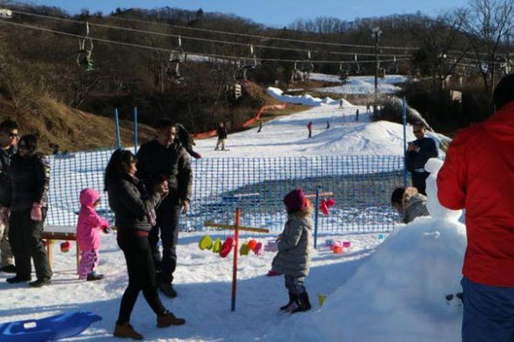 Karuizawa Prince Ski Resort di Prefektur Nagano, Jepang, Jumat (2/12/2016).