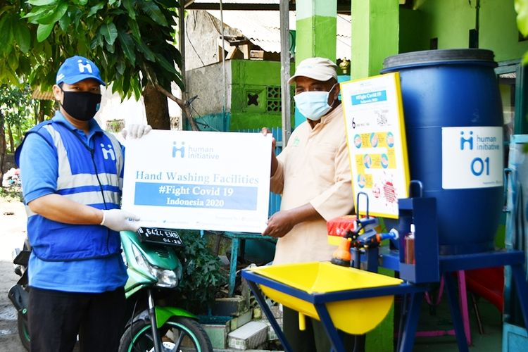 In addition to the PPE distribution program, the Human Initiative and Give2Asia also held education programs to the public regarding the prevention of Covid-19.
