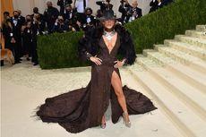 Busana Glamor Jennifer Lopez di Met Gala 2021