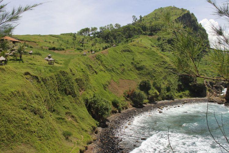Salah satu sudut pemandangan di Pantai Menganti yang berlokasi di Desa Karangduwur, Kecamatan Ayah, Kabupaten Kebumen, Jawa Tengah, Selasa (20/3/2018).