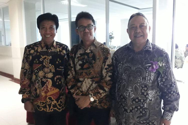 Kepala LL Dikti Wilayah IV Uman Suherman (kiri), Plt Sekretaris Dirjen Dikti Aris Junaidi (tengah) bersama Rektor Unpam Dayat Hidayat (kanan) di sela-sela Rakor LLDikti Wilayah IV di Kampus Unpam, Tangerang Selatan (16/1/2020).