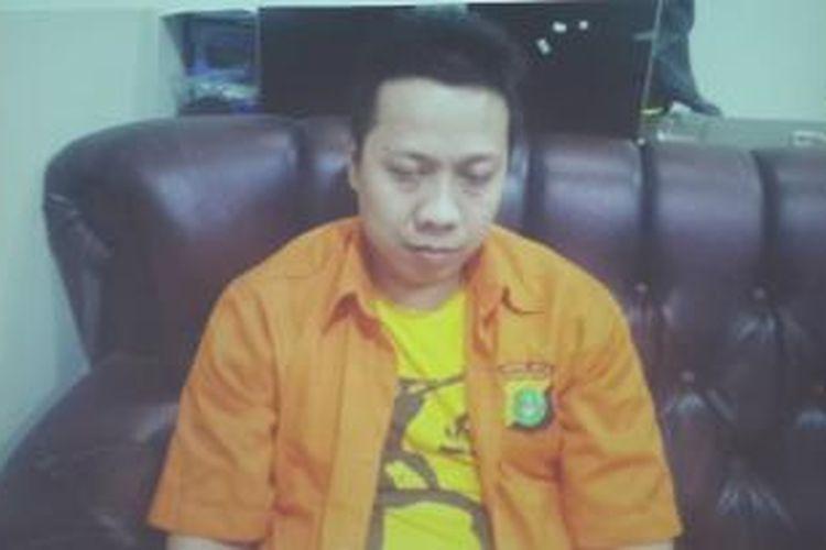 Ak (38), tersangka pembunuhan Asisten Presiden Direktur PT. XL Axiata, Hayriantira.