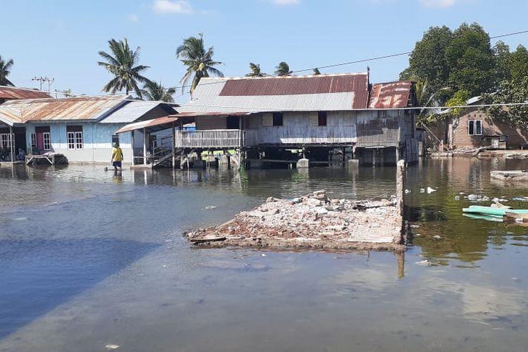 Foto : Banjir Rob yang merendam ratusan rumah warga di Kelurahan Wolomarang, Kecamatan Alok Barat, Kabupaten Sikka, NTT.