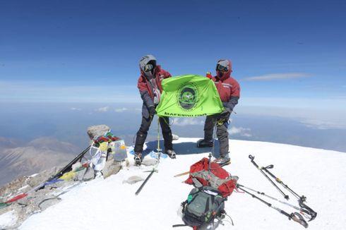 Sempat Diterpa Badai, Mahasiswa Unsri Capai Puncak Elbrus Rusia