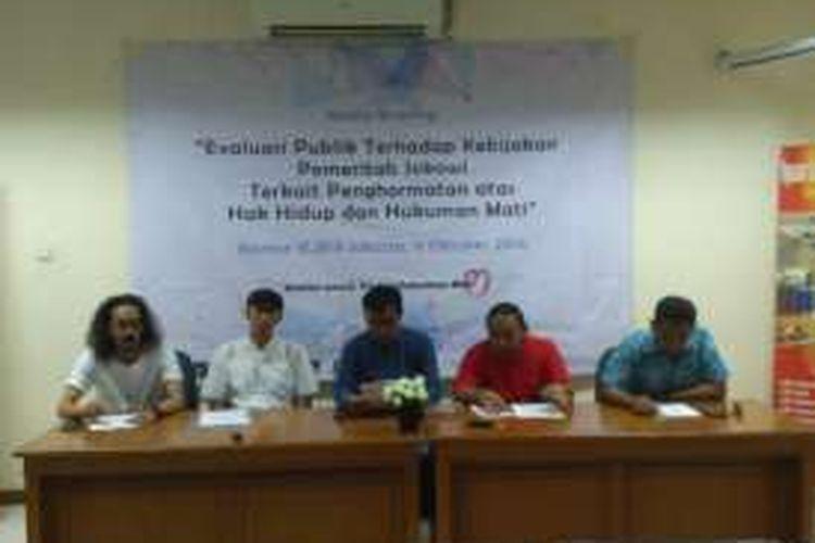 Koalisi Masyarakat Sipil untuk Hapus Hukuman Mati (Koalisi HATI) menggelar jumpa pers terhadap evaluasi praktek hukum mati di kantor LBH Jakarta, Minggu (9/10/2016)