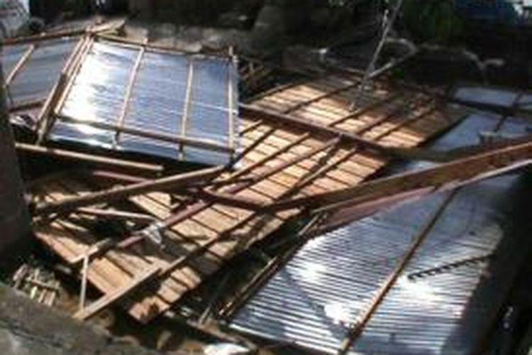Ilustrasi kerusakan akibat angin puting beliung.