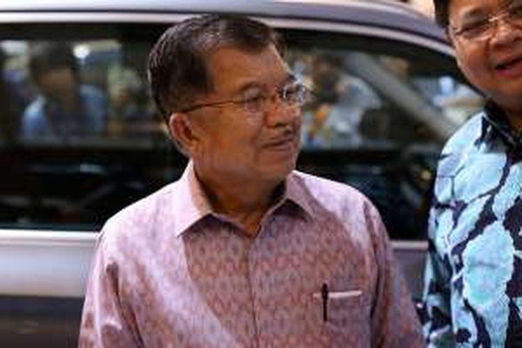 Wakil Presiden Jusuf Kalla saat menghadiri acara GIIAS 2016,di Indonesia Convention Exibition (ICE) BSD City Tangerang, Kamis (11/8/2016). Pameran otomotif international ini akan berlangsung 11-21 Agustus.