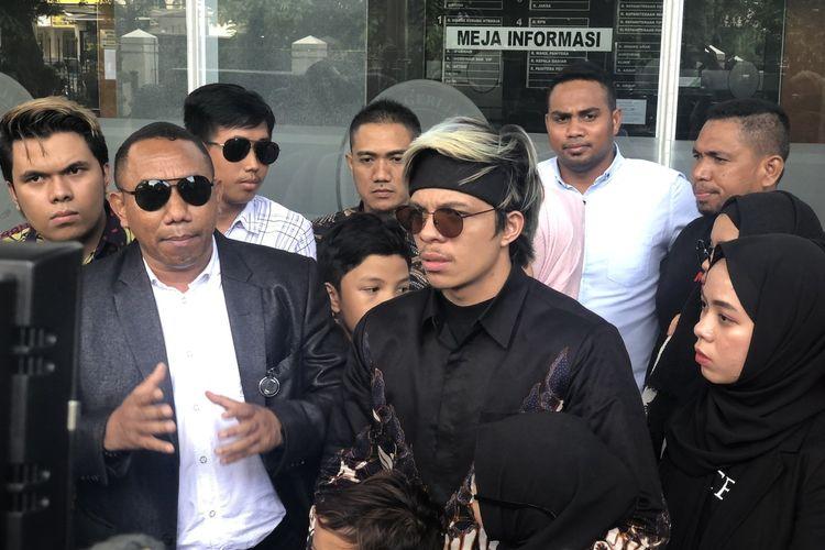 Atta Halilintar usai sidang di Pengadilan Negeri Jakarta Pusat, Senin (24/2/2020).