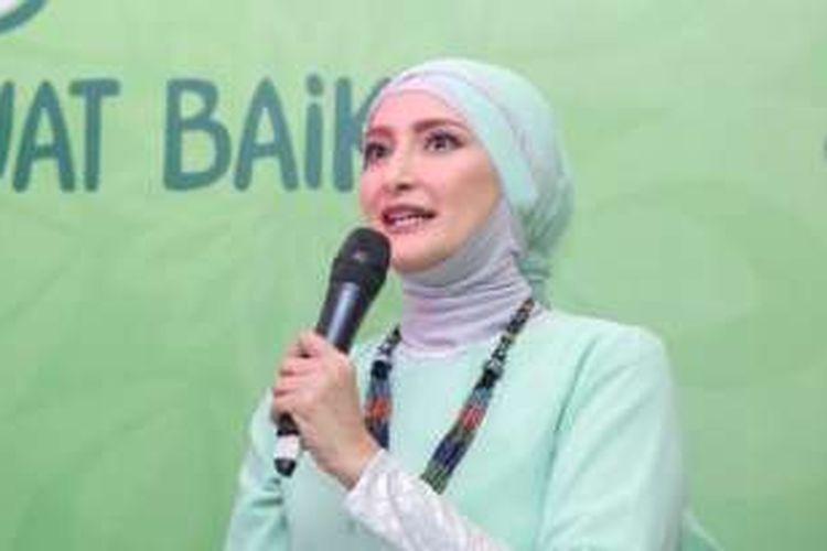 Inneke Koesherawati berbicara dalam sebuah acara di restoran Harum Manis, Jakarta Pusat, Kamis (9/6/2016).