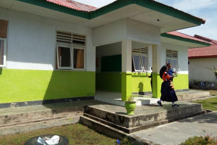 Foto Kantor Desa Kaiely, Kecamatan TelukKaiely, Kabupaten Buru, Maluku dan Puskesmas Kaiely